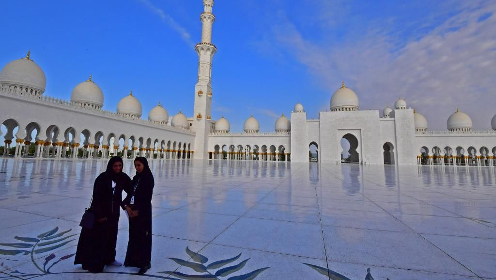 Kemegahan Masjid Terbesar Ketiga di Dunia Sheikh Zayed Grand Mosque