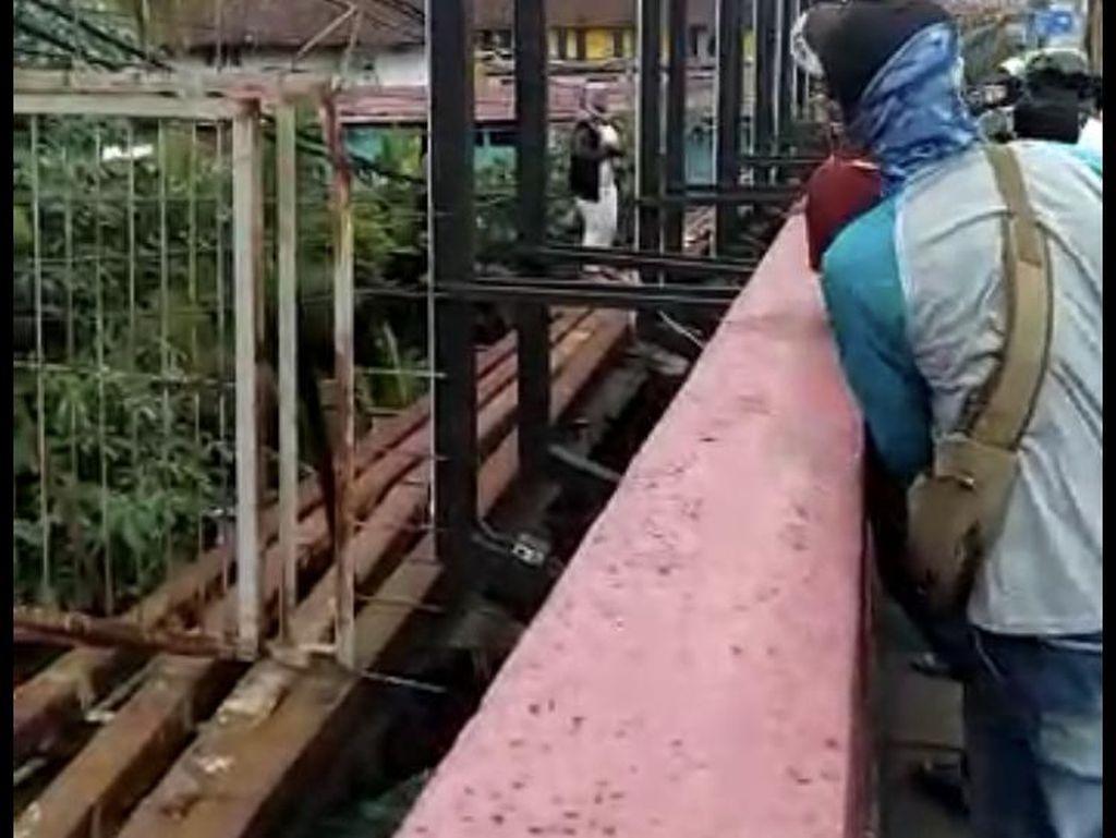 Warga Gagalkan Aksi Wanita Bunuh Diri dari Jembatan Merah Bogor