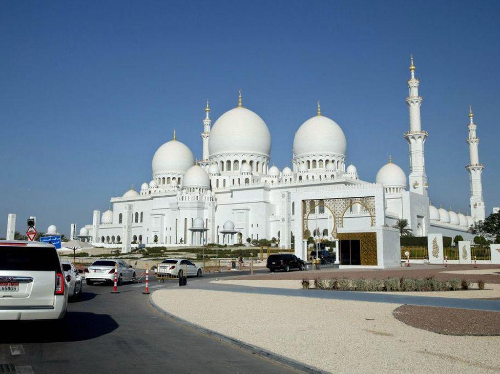 Tak Seperti Dubai, Abu Dhabi Belum Mau Terima Turis