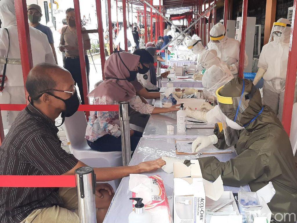 Cegah Corona, Sejumlah Pedagang di Pasar Bogor Jalani Rapid Test
