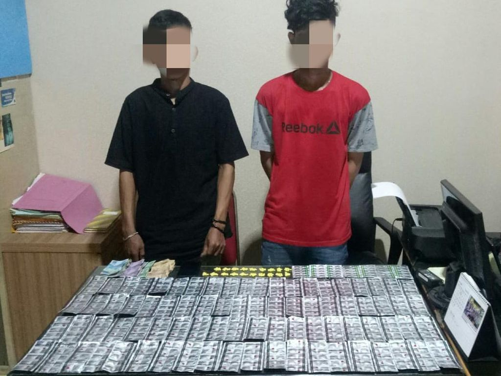 Polisi Tangkap 2 Pelaku yang Jual Obat-obatan Ilegal di Bogor