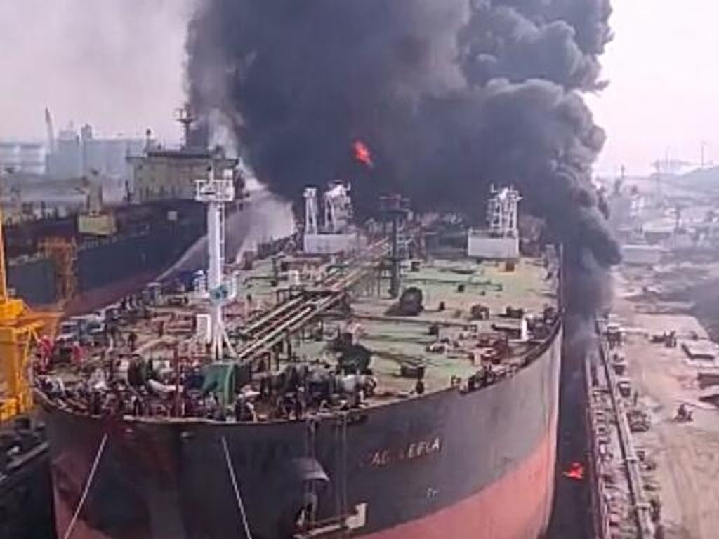 Kapal Terbakar di Belawan Medan, Sempat Terdengar Ledakan