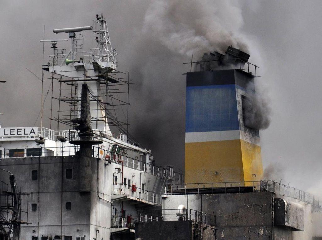 Kebakaran Kapal Tanker di Belawan Medan, 6 Orang Dirawat di RS