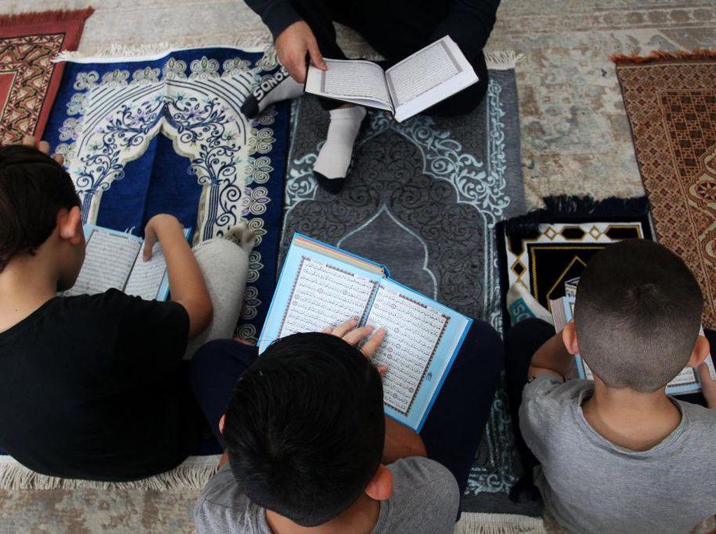 Membaca Al-Quran Suara Keras Vs Lembut, Mana yang Lebih Baik?