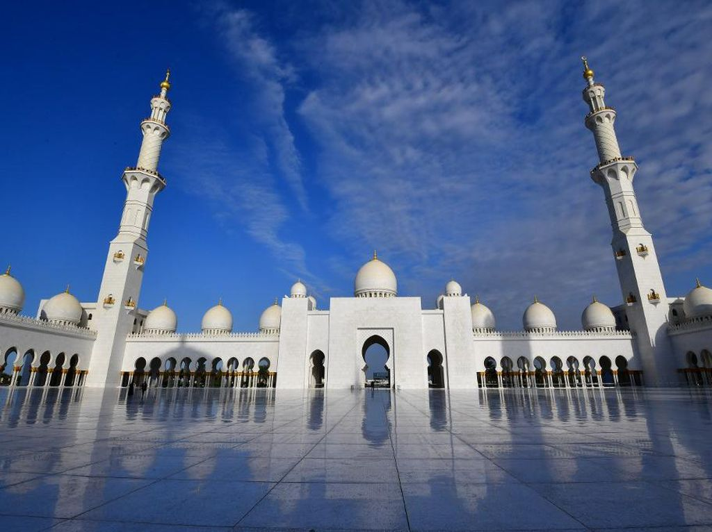 Masjid Mewah dengan 82 Kubah Sheikh Zayed Buka Tur Virtual