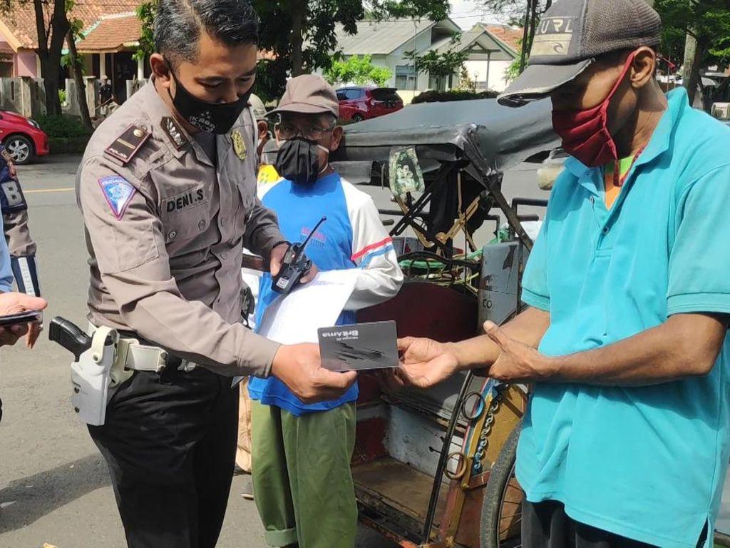 682 Pekerja Tranportasi Informal di Kota Banjar Terima Bantuan Polri