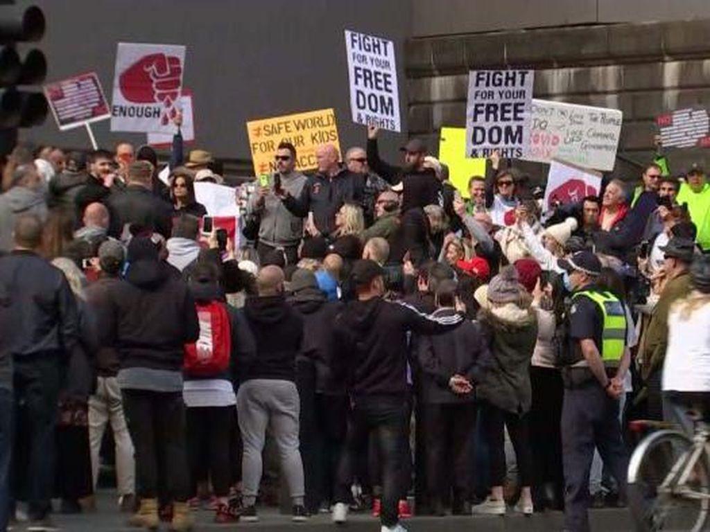 Unjuk Rasa Agar Pembatasan Pergerakan Segera Dilonggarkan Terjadi di Melbourne