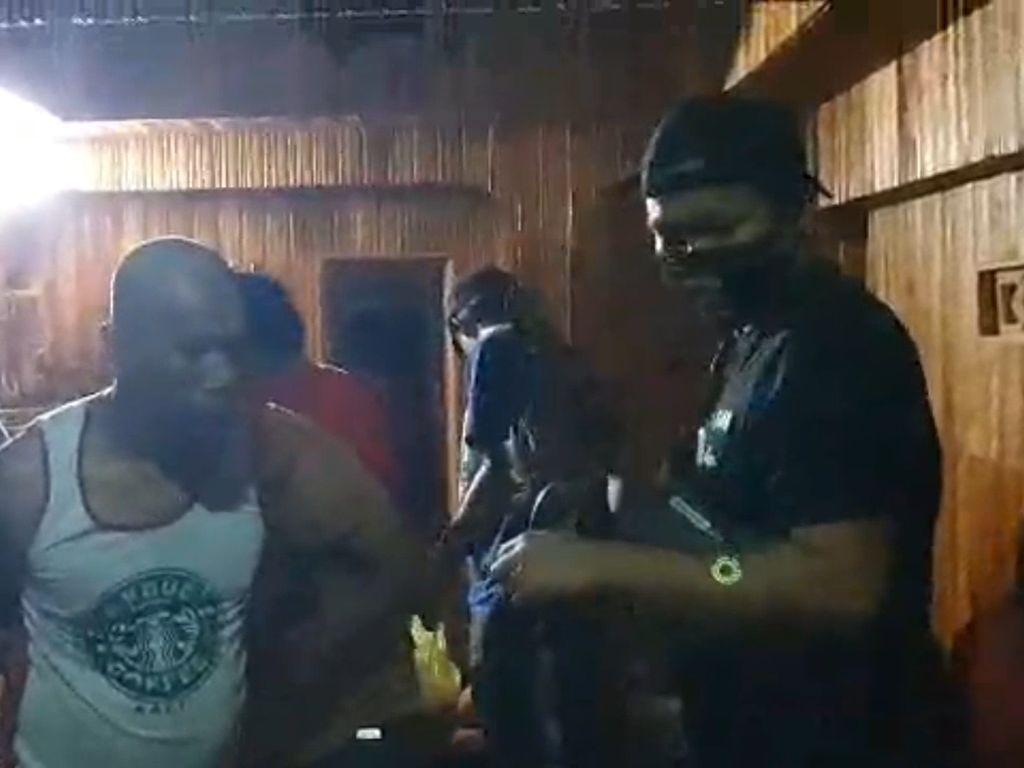 Detik-detik Pesta Sabu di Pinrang Digerebek Polisi