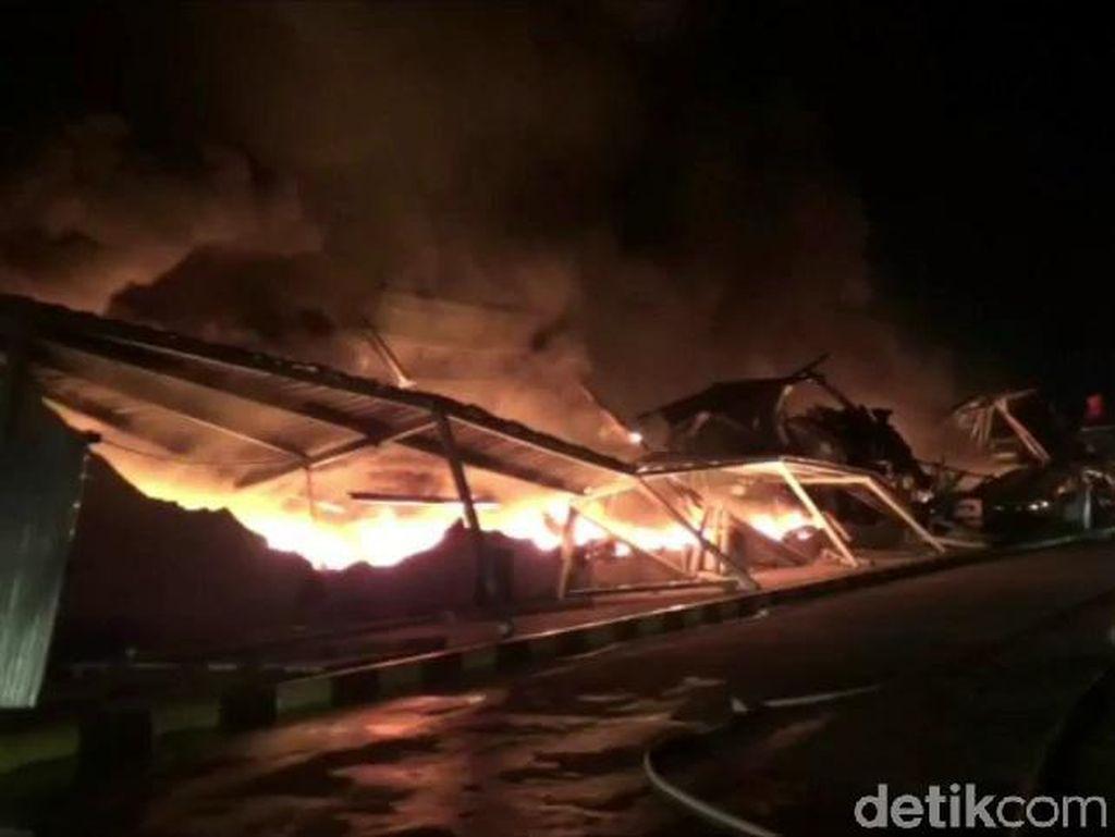 Pabrik Plastik di Purwakarta Dilalap Si Jago Merah, 2 Orang Terluka