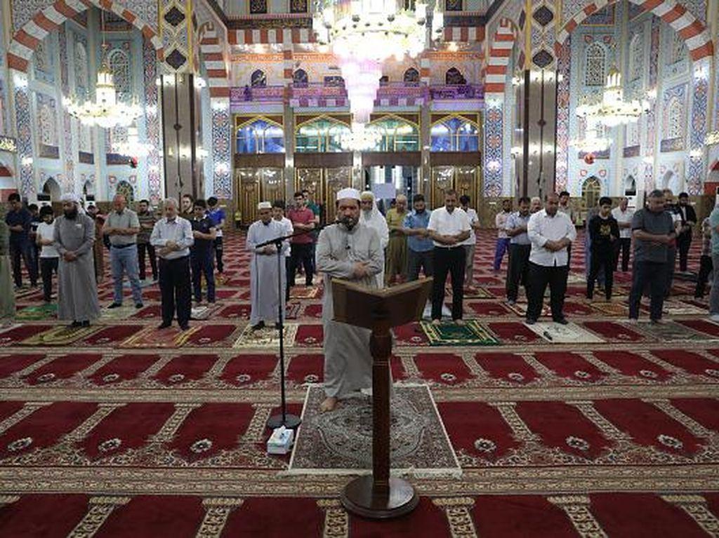 Masjid di Irak Kembali Dibuka, Obati Rasa Rindu Salat Berjamaah