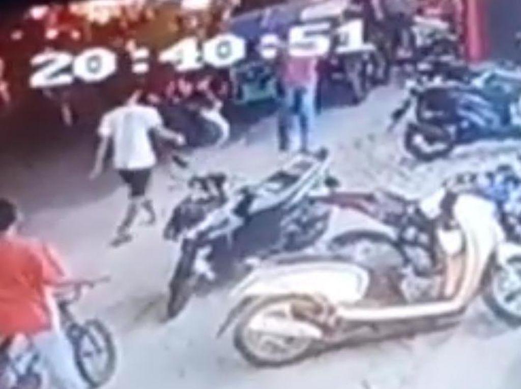 Heboh Pembacokan di Pinggir Jalan Sibolga, Pelaku-Korban Diduga Abang Beradik