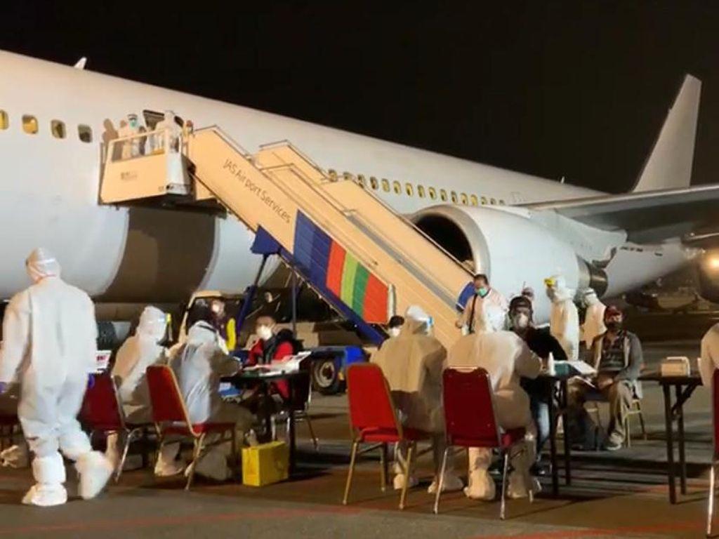 Tiba di Indonesia, WNI dari Bangladesh Langsung Dibawa ke Asrama Haji