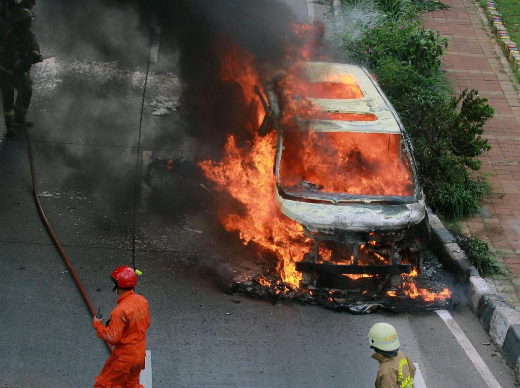 Seberapa Penting Punya Alat Pemadam Kebakaran dalam Mobil?