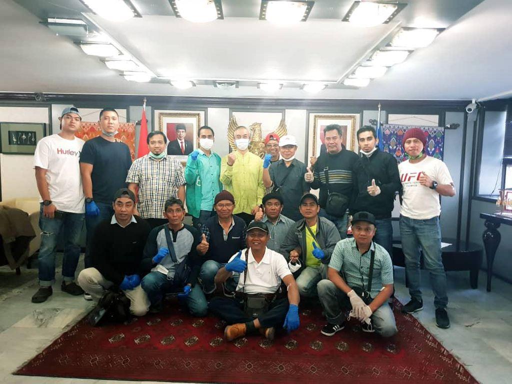KBRI Teheran Bebaskan dan Pulangkan 15 ABK WNI yang Terlantar
