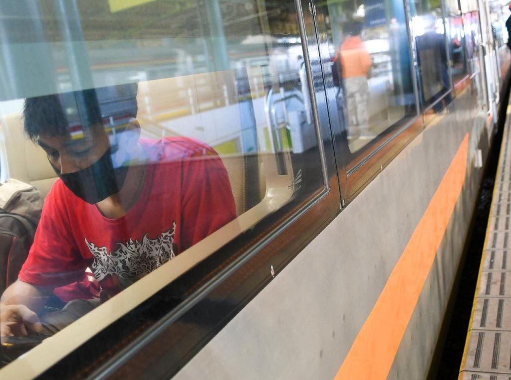 Bos KAI Pertimbangkan Kenaikan Tarif Kereta Jarak Jauh