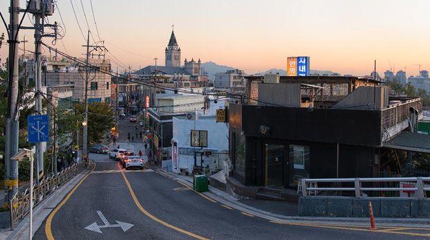 Seoul, Korea - November 4th 2019 :  Its haebangchon village at sunset in Seoul Yongsan Namsan Korea. 서울 남산 해방촌