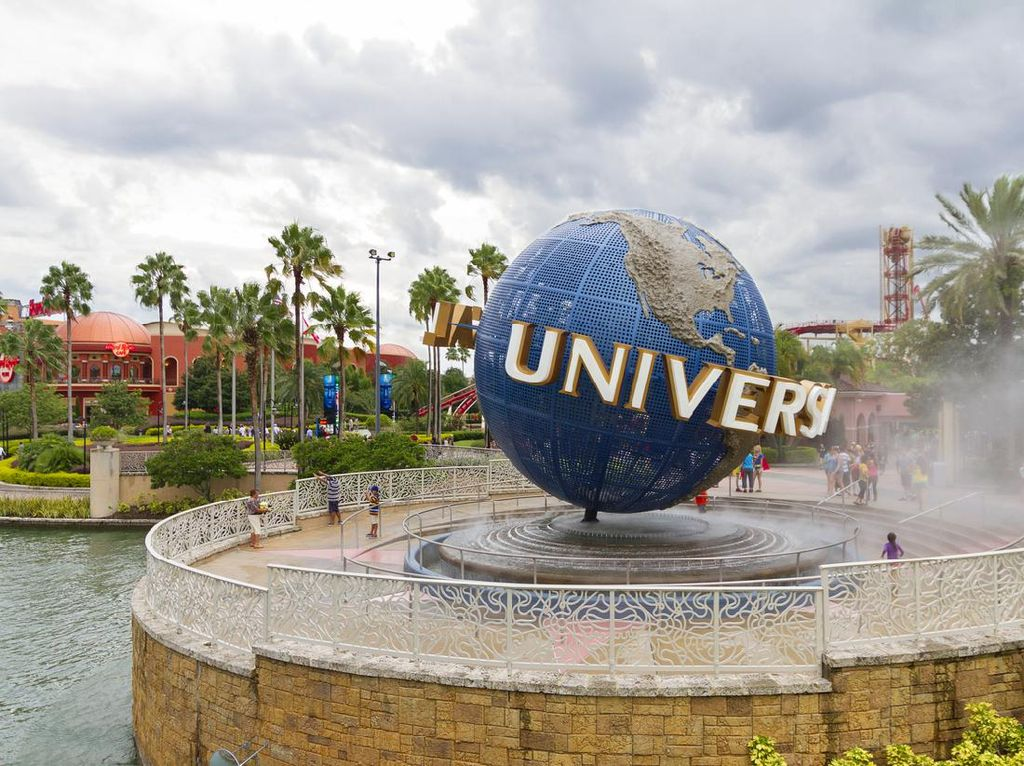 Universal Studio Dibuka, Karakter Marvel hingga The Simpsons Pakai Masker