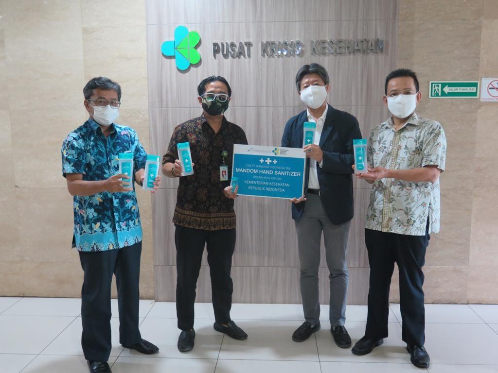 Mandom Indonesia Sumbang 25 Ribu Hand Sanitizer ke Kemenkes