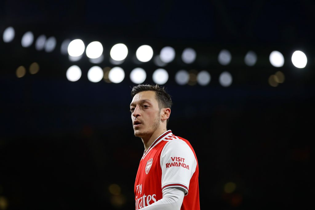 LONDON, ENGLAND - FEBRUARY 16: Mesut Özil of Arsenal in action during the Premier League match between Arsenal FC and Newcastle United at Emirates Stadium on February 16, 2020 in London, United Kingdom. (Photo by Richard Heathcote/Getty Images)
