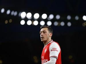 Arsenal dan Mesut Oezil Sama-sama Bertindak Bodoh