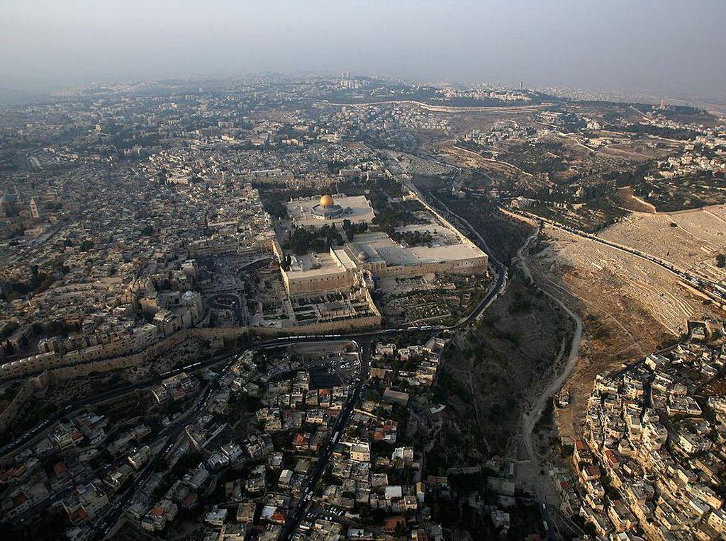 Melihat Komplek Al Aqsa dari Ketinggian