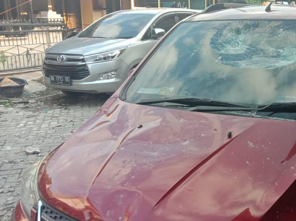 Terdengar Ledakan, Mobil Dekat Rumah Ambruk di Cemara Asri Sumut Juga Rusak