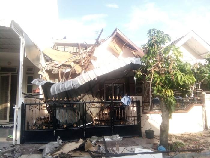 Rumah ambruk di Komplek Cemara Asri (Ahmad Arfah-detikcom)