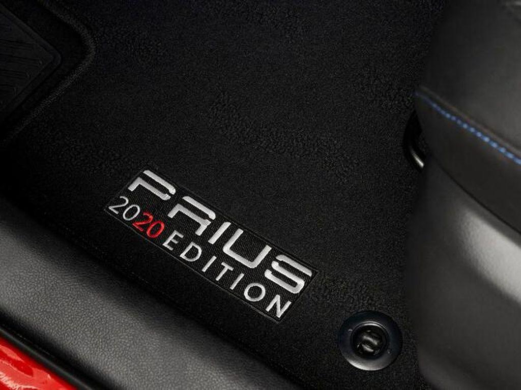 Penampakan Toyota Prius Edisi Spesial dengan Teknologi Android Auto