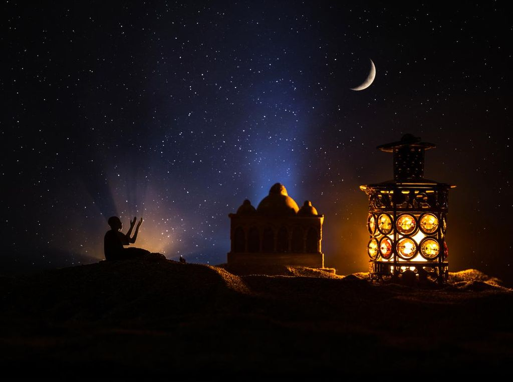Ciri-ciri dan Kisah Orang yang Mendapatkan Malam Lailatul Qadar