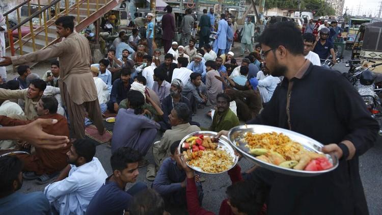 Seperti Ini Suasana Buka Puasa di Pakistan
