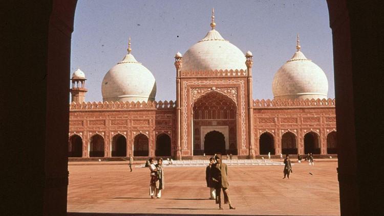Menelisik Sisa Kejayaan Masjid Badshahi, Masjid Terbesar di Dunia