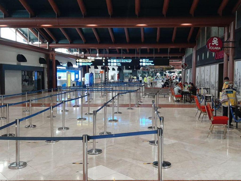 Sempat Disesaki Penumpang, Bandara Soetta Kini Sepi