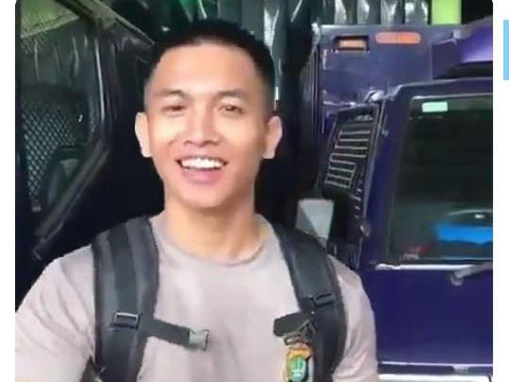 Viral Polisi Pengokang Senpi Berbuntut Panjang