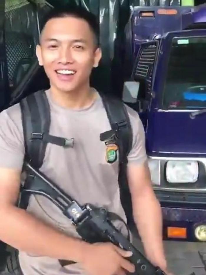 Propam Periksa Polisi yang Viral Kokang Senpi dan Bilang 'Pacarmu Bisa Gini?'