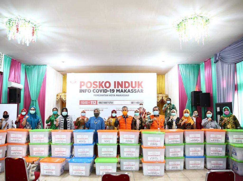 DPR Salurkan Alkes-APD untuk Penanganan Corona ke 47 Puskesmas di Makassar