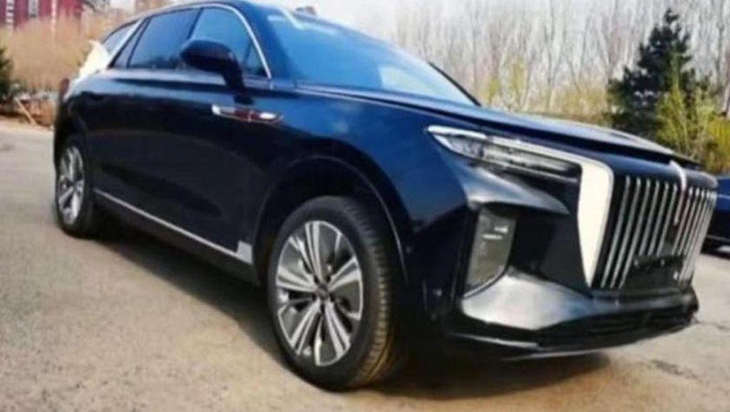 China Jiplak Mobil Rolls-Royce Cullinan