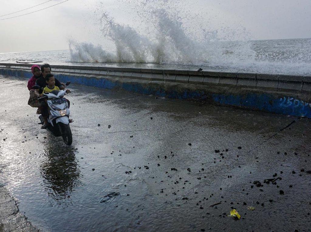 Banjir Rob-Angin Kencang Kembali Landa Pesisir Utara Jawa