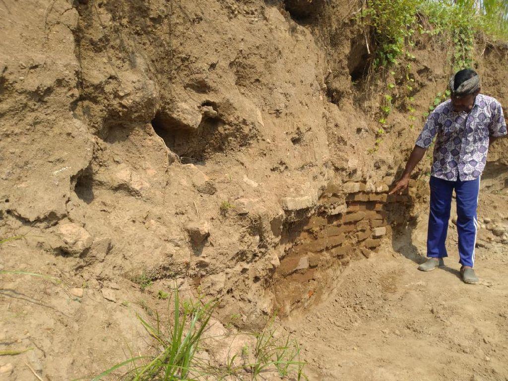 Penambang Pasir Temukan Talud Situs Kumitir Tempat Perdarmaan Raja Singosari