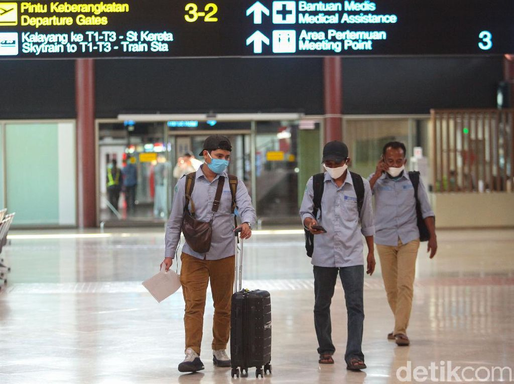 Heboh Bandara Soetta Dipadati Penumpang saat Corona Merajalela
