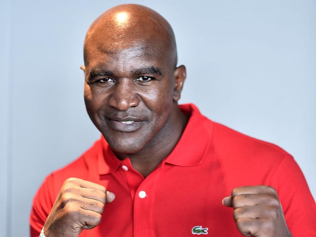 Evander Holyfield Ngebet Tarung Lagi Lawan Mike Tyson
