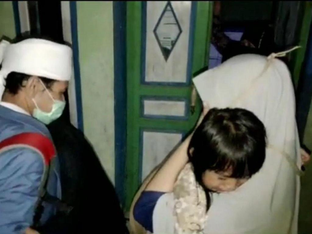 Video Pasien COVID-19 Sembuh Dikawal Pulang, Disambut Tangis Keluarga