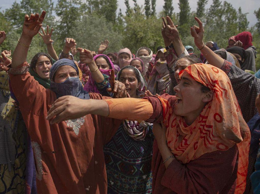 Warga Kashmir Protes Penembakan Pemuda Desa oleh Polisi India