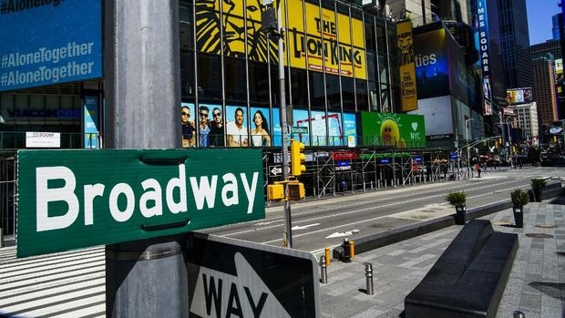 NEW YORK, NY - MAY 13 : A Broadway sign is seen near the Theater District in Manhattan as theaters remain shuttered due to COVID-19 pandemic on May 13, 2020 in New York City. Broadway Shows has gone dark due to coronavirus crisis, cancelling all shows since March, and will remain that way at least until September, the Broadway League announced on Tuesday.   Eduardo Munoz Alvarez/Getty Images/AFP