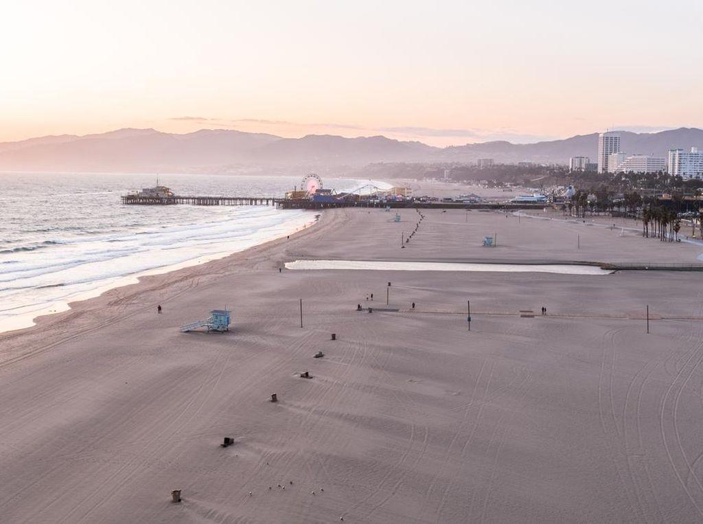 Pantai Los Angeles Dibuka, Wisatawan Bisa Kembali Berselancar