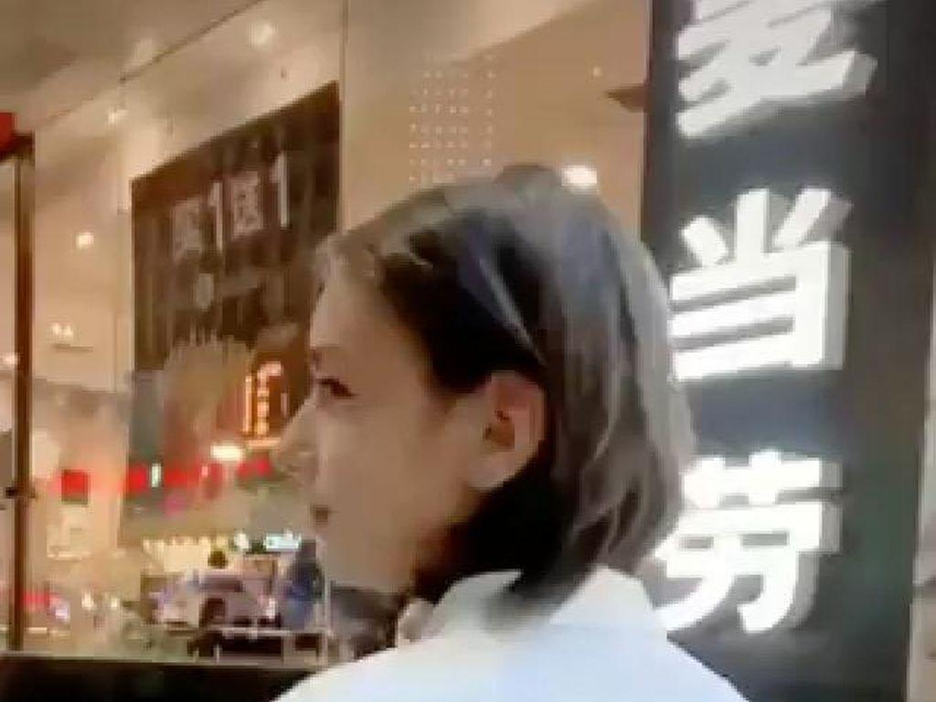 Sosok Remaja Pria dengan Wajah Cantik Ini Viral, Bikin Wanita Insecure