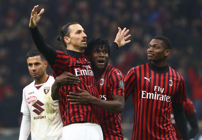 Serie A Liga Italia Segera Bergulir Lagi  Penggemar sepak bola kini berbahagia, menyusul liga Inggris dan Jerman yang segera dimulai, kini giliran liga Italia yang ikut bakal segera kick off 13 Juni mendatang.