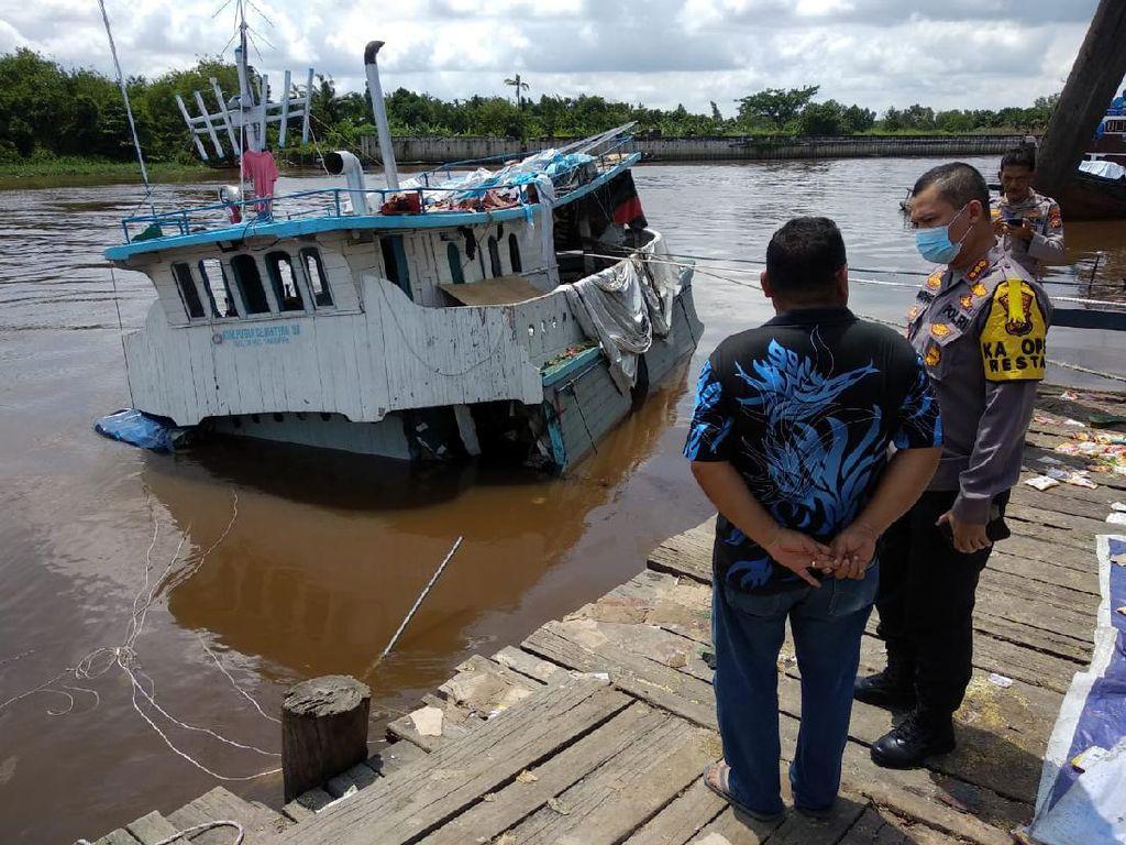 Kapal Pengangkut Sembako Karam di Pekanbaru, Muatannya Dijarah Warga