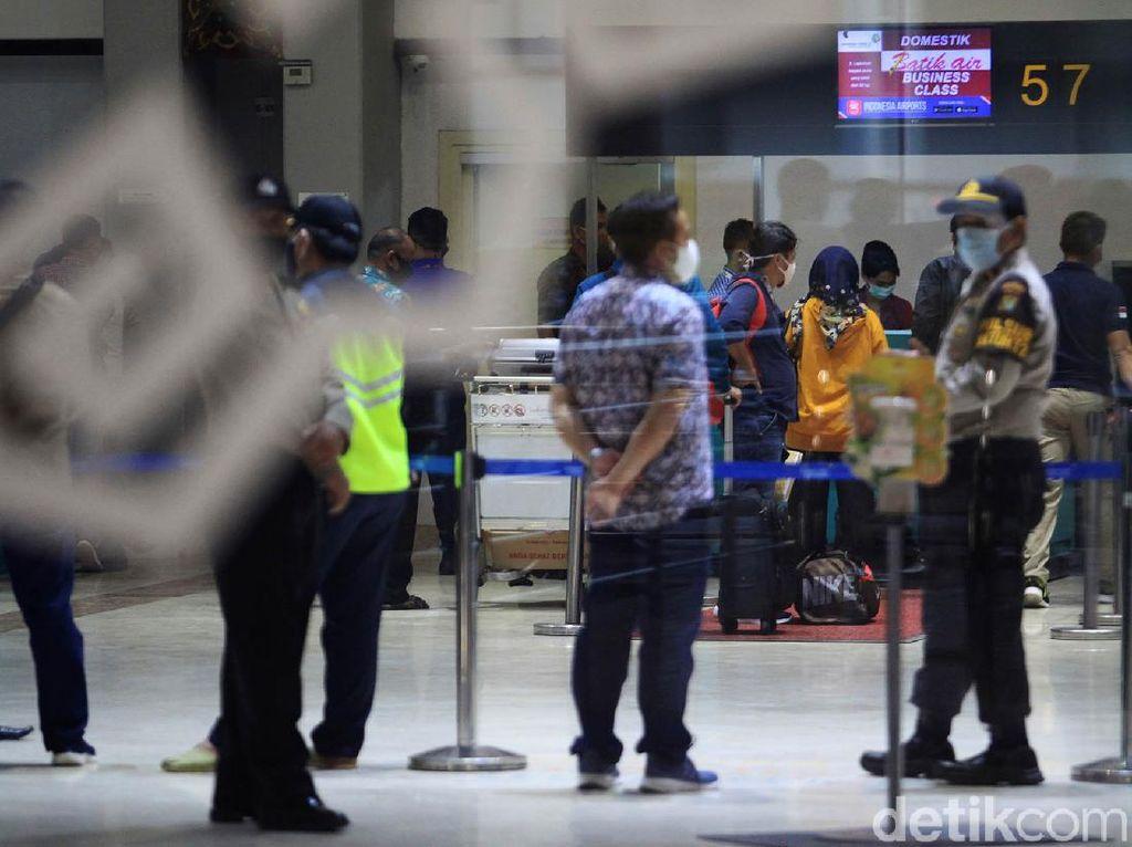 Tak Penuhi Syarat, Ratusan Penumpang Ditolak Terbang di Bandara Soetta