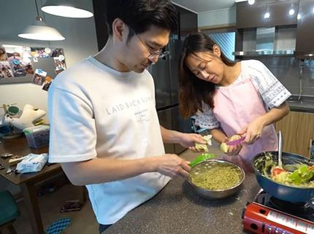 Lihat Serunya Keluarga di Korea Bikin Es Cendol Green Tea