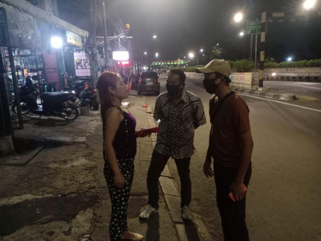 Heboh Perempuan Mabuk Tiduran di Jalanan di Selatan Jakarta